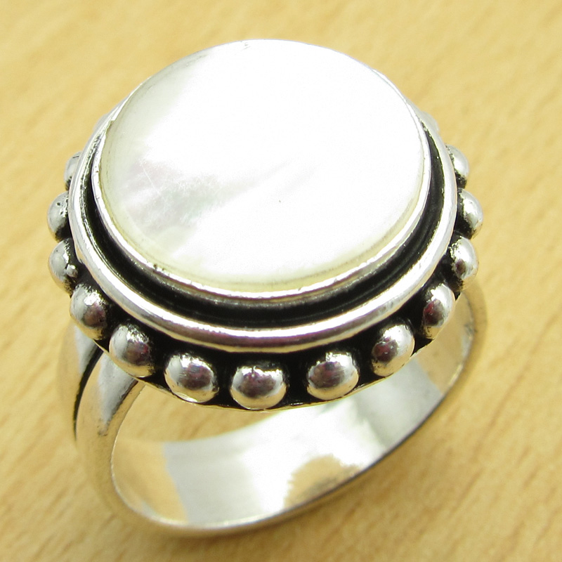 size us 8 ring real of pearl silver plated